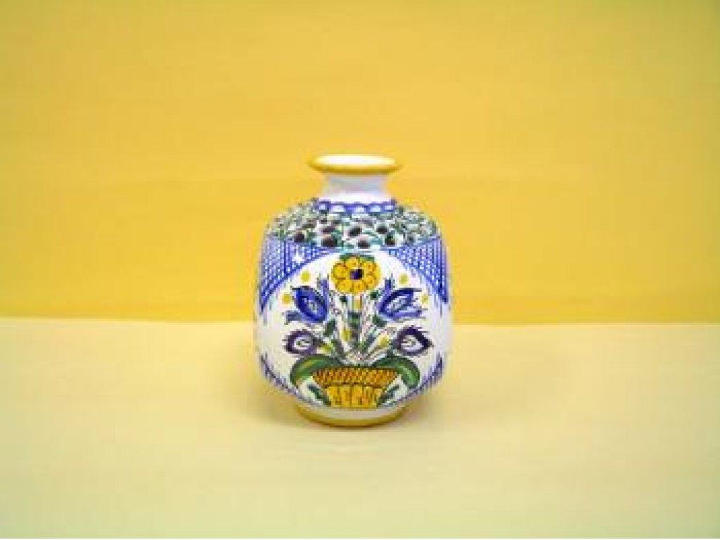 Keramická váza hranatá, habánská, jemný řez