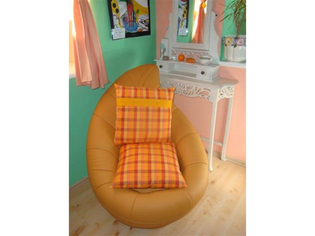 Ozdobný polštářek z kanafasu Monika, oranžové kostky+zlatý pruh, 40x40 cm