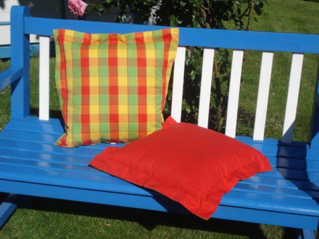 Ozdobný polštářek z kanafasu s lemem, llona, barevné kostky+červená, 40x40 cm