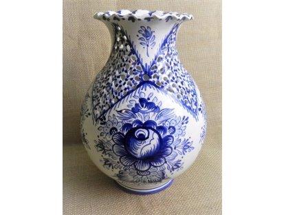 Keramická řezaná váza s vlnkou - modrobílá