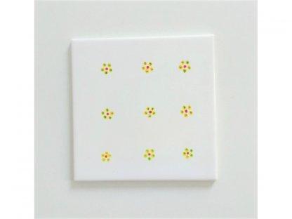 Keramická, ručně malovaná kachle - malé žluté květy - 11.