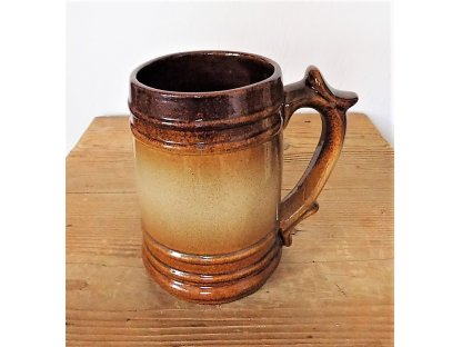 Keramický korbel na pivo objem 0,8 litrů