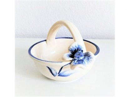 Keramický košíček s ouškem a květinou 12.