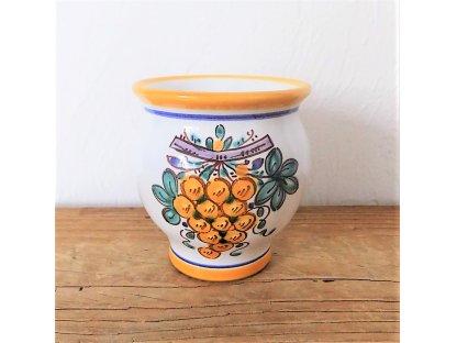 Keramický pohárek se žlutým hroznem