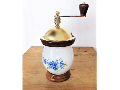 Mlýnek na kávu buclák dekor pomněnky - porcelán a dřevo