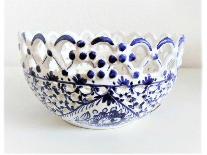 Řezaná keramická miska s krajkou