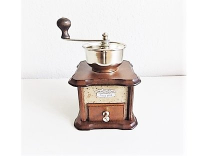 Ruční mlýnek na kávu dřevěný, 1933, tmavě rámovaný