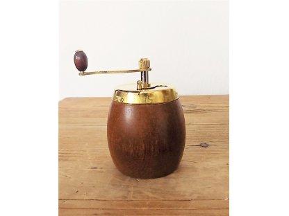 Ruční mlýnek na koření Soudek, tmavý, výška 9 cm