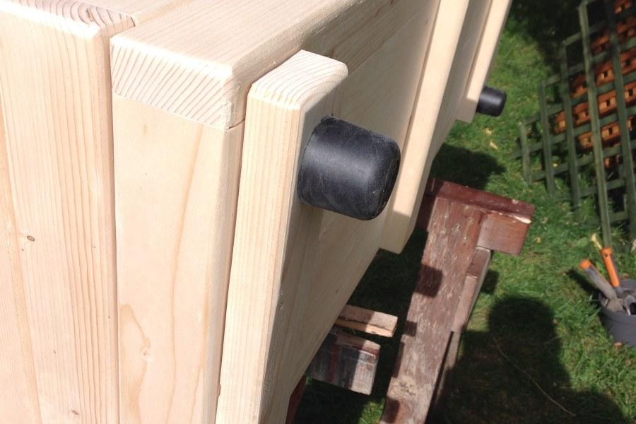 Nově u našich dřevěných truhlíků, kvalitní plastové kluzáky