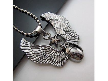 Granát s křídly