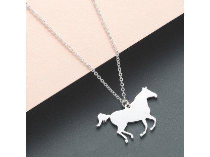 Kůň včetně řetízku