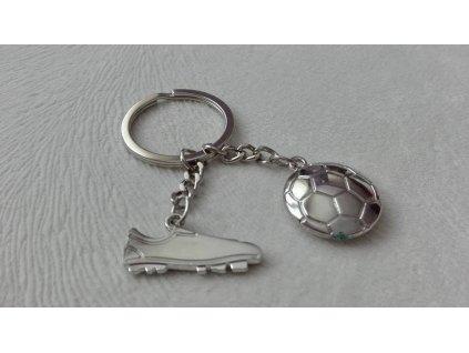 Přívěsek na klíče - kopačka s míčem - plochá 3