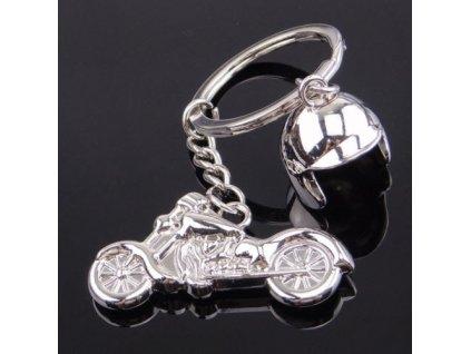Přívěsek na klíče - motorka s helmou