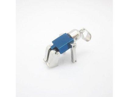 Robot stříbrno-modré barvy