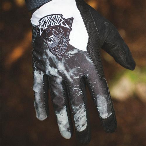 Jak vybrat správné rukavice na kolo od Dakine?