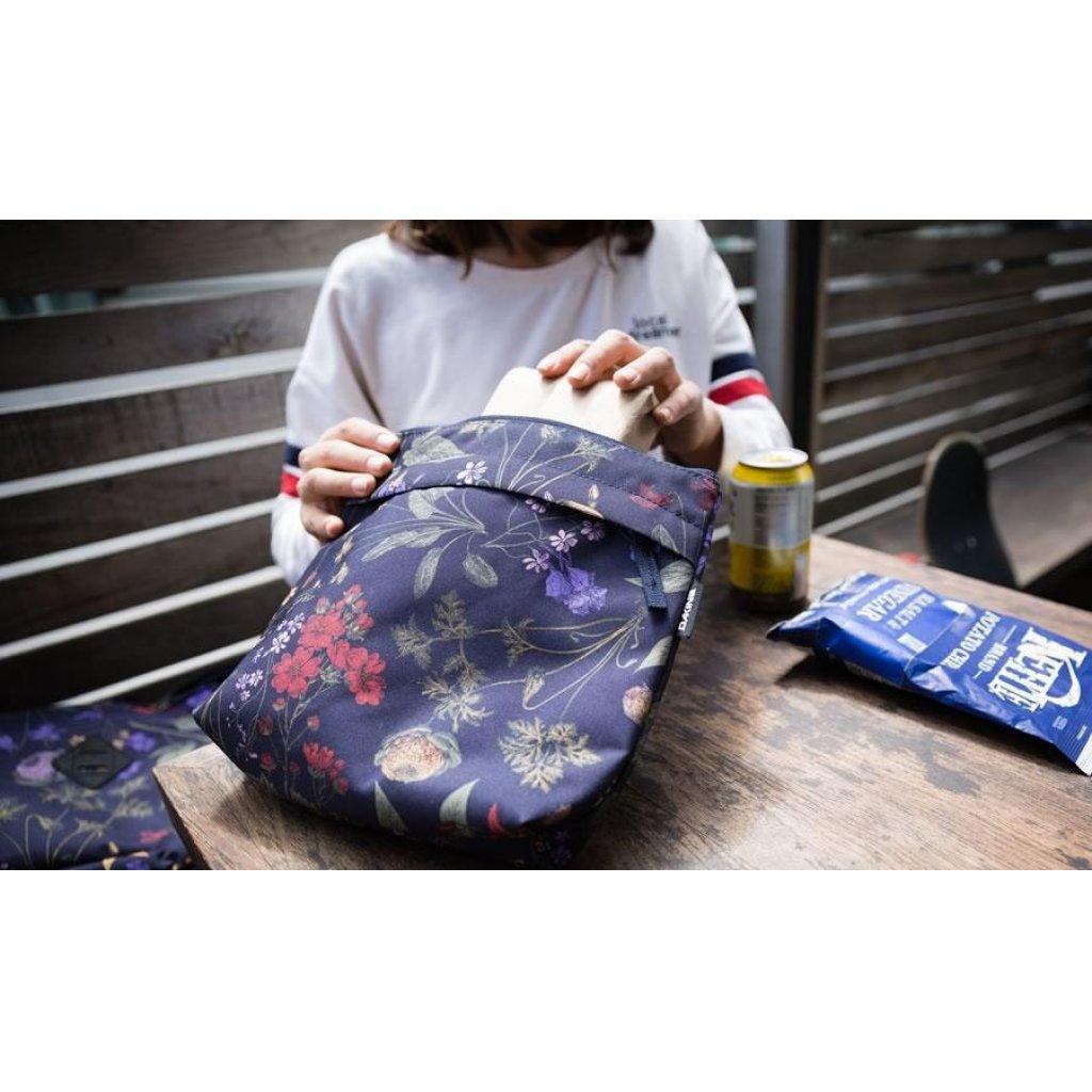 batoh Dakine Essentials 26L Lead Blue